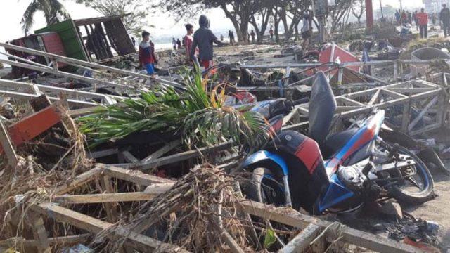 Kerusakan setelah tersapu tsunami di Palu, Sulawesi Tengah, 29 September 2018. Gempa tsunami ini menyebabkan jaringan komunikasi di Donggala dan sekitarnya sempat terkendala karena putusnya pasokan listrik PLN. ANTARA/BNPB