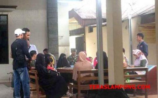 Ketiga wanita yang diduga penculik anak, saat diamankan di Mapolsekta Kedaton dan dimintai keterangan karena kesalah pahaman.