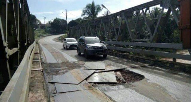 Jembatan rusak di Kabupaten Way Kanan akibat aktivitas truk pengangkut batu bara yang terlalu tinggi