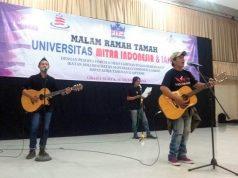 Kim Commanders (kanan) bersama Kosela tampil di Umitra Lampung untuk menggalang dana bagi korban gempa di Sulteng, Selasa malam (16/10/2018).