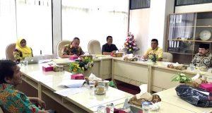 Pimpinan Fraksi Partai Golkar DPRD Lampung membantah soal kabar pemalsuan tanda tangan pimpinan Dewan.