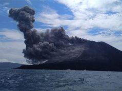Gunung Anak Krakatau mengalami erupsi setinggi 1.000 meter pada 1 Oktober 2018. (Foto: dok BNPB)