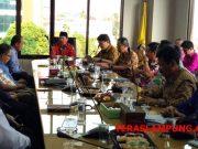Rapat Walikota Herman HN dengan Koordinator Wilayah Sumatera II Supervisi dan Pencegahan KPK RI Adliansyah Nasution dan 50 pengusaha hotel, restoran, dan hiburan di Ruang Rapat Walikota, Kamis sore (18/10).