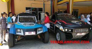 Mobil listrik karya mahasiswa Institut Tehnologi Sepuluh November (ITS) Surabaya parkir di kantor PLN di Jl. Pangeran Diponegoro.Bandarlampung,Jumat (16/11/2018).