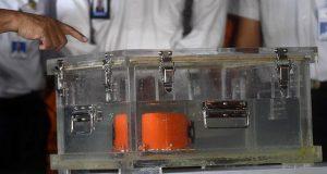 Kotak hitam atau black box pesawat Lion Air bernomor registrasi PK-LQP dengan nomor penerbangan JT 610 berada dalam kotak penyimpanan di Pelabuhan Tanjung Priok, Jakarta, Kamis, 1 November 2018. Kotak hitam ini akan dibawa ke laboratorium KNKT untuk diinvestisigasi lebih lanjut. ANTARA/Akbar Nugroho Gumay