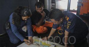 Tim evakuasi gabungan dari Kesatuan Penjagaan Laut dan Pantai (KPLP) melakukan rapat sebelum pencarian korban kecelakaan pesawat Lion Air JT 610 di kawasan Perairan Karawang, Jawa Barat, Rabu, 31 Oktober 2018. BPPT telah menurunkan alat ping locator untuk menyusuri keberadaan black box Lion Air JT 610. TEMPO/Muhammad Hidayat