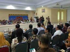 Suasana pertemuan antara Komisi II DPR RI, Mitra Kerja dengan SKPD dan Jajaran Badan Pertanahan di Kantor Pertanahan Provinsi Lampung, di Bandar Lampung, Jumat (2/11).