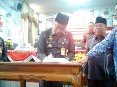 Bupati Agung Ilmu Mangkunegara menandatangani nota kesepakatan RAPBD Lampura tahun 2019