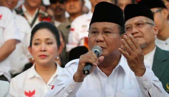 Capres Prabowo Subianto dan Titiek Suharto (kiri). TEMPO/Dhemas Reviyanto