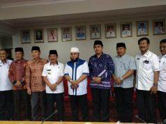 Walikota Herman HN bersama Walikota Bengkulu Helmi Hasan (berjanggut) bersama para pejabat Kota Bandarlampung dan Bengkulu.