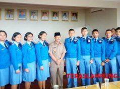 Walikota Herman HN bersama para siswa-siswi SMA Nusantara Magelang asal Lampung di Kantor Walikota Bandarlampung, Rabu, 18 Desember 2018.