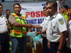 PT KAI Tanjungkarang menyerahkan bantuan untuk korban tsunami di Lampung Selatan,