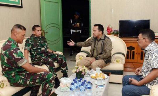 Gubernur Ridho Ficardo berkoordinasi dengan Pangdam Sriwijaya dan Danrem Garuda Hitam untuk mengatasi masalah pasca-tsunami di wilayah Lampung Selatan.