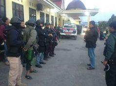 Persiapan anggota polisi sebelum berangkat menuju Mbua dari Wamena - (Foto: Istmewa via Tabloidjubi.com)