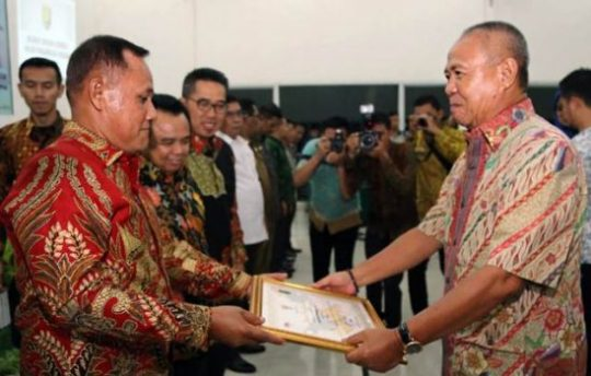 Selesaikan Temuan Inspektorat Provinsi, Pemkab Lamsel Terima Penghargaan