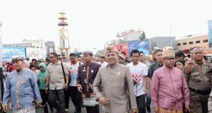 Gubernur Ridho dan mantan Gubernur Lampung Sjachroedin ZP pada acara pawai budaya Lampung, Minggu,9 Desember 2018.