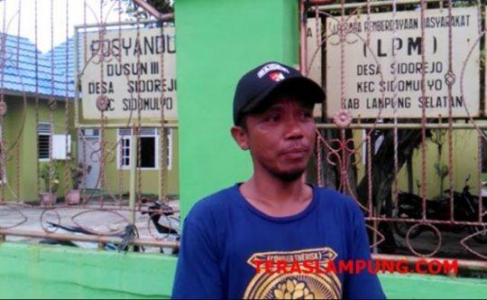 Suratno (39), warga Dusun 3 Desa Sidorejo yang ikut dalam progaram Desa Nabung Saham (DNS).
