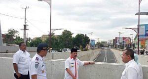 Walikota Herman HN mengecek pembangunan underpass di depan Unila,Rabu,2 Januari 2019.