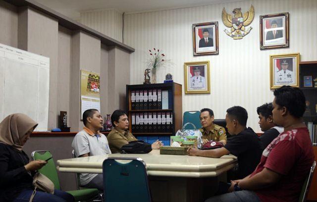 Manajer Program pra-PON 2020 Asosiasi Provinsi PSSI Lampung, Adolf Ayatullah Indrajaya,audiensi dengan pejabat Pemprov Lampung terkait rencana laga amal Lampung Al Stars versus Persija.
