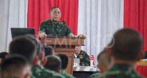 Menteri Pertahanan Jenderal TNI (Purn) Ryamizard Ryacudu memberikan pengarahan kepada prajurit Komando Strategis Angkatan Darat di GOR Kartika Divif I Kostrad, Cilodong, Depok, 22 Mei 2018. Tempo/Hendartyo Hanggi