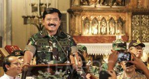Panglima TNI Marsekal Hadi Tjahjanto memberikan pidato pada perayaan misa natal di Gereja Katedral, Jakarta, Senin malam, 24 Desember 2018. TEMPO/Hilman Fathurrahman W