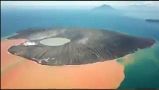 Wujud Gunung Anak Krakatau pada Jumat, 11 Januari 2019 (Foto: EarthUncutTV)