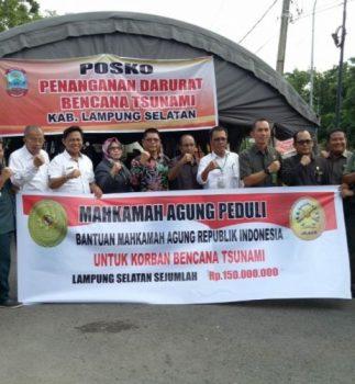 Keluarga Besar MA Serahkan Bantuan untuk Korban Tsunami di Lampung Selatan