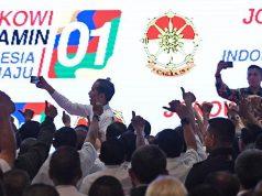 Calon Presiden nomor urut 01 Joko Widodo alias Jokowi berfoto dengan peserta ketika menghadiri silaturahmi dengan purnawirawan TNI - Polri di JI Expo,Kemayoran Jakarta, Ahad, 10 Februari 2019. ANTARA/Wahyu Putro A
