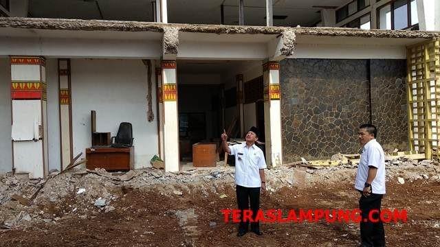 Walikota Herman HN meninjau eks bangunan kantor Pemkot Bandarlampung, Rabu, 13 Februari 2019.