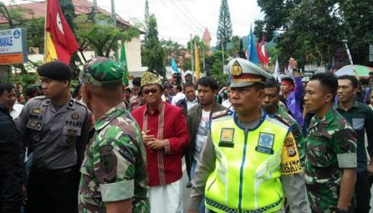 Kepung Bupati Tana Toraja, Massa Paksa Teken Surat Penolakan Wisata Halal