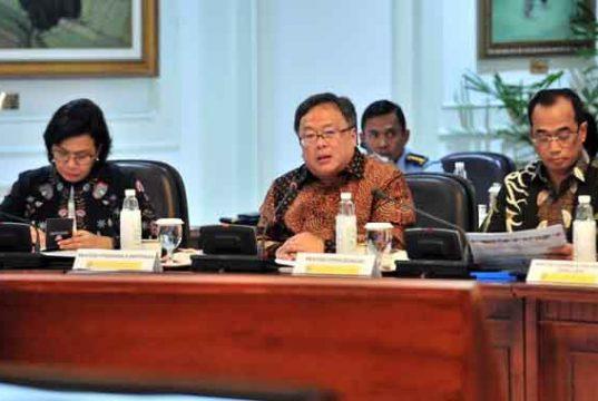 Menteri PPN/Kepala Bappenas Bambang Brodjonegoro saat mengikuti Rapat Terbatas, di Kantor Presiden, Jakarta, Senin (29/4)