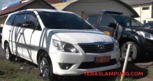Mobil dinas yang dikembalikan oleh mantan Wakil Bupati Sri Widodo.