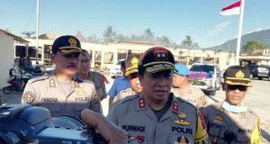 Kapolda Lampung, Irjen Pol Purwadi Arianto memberikan keterangan kepada para wartawan usai meninjau Mapolres Lampung Selatan yang habis terbakar, Kamis (2/5/2019).