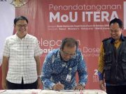Rektot Itera melakukan penandatanganan MoU (Ilustrasi/dok Itera)
