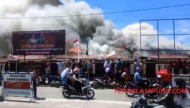 Mapolres Lampung Selatan terbakar, Kamis (2 Mei 2019).