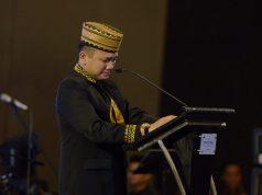 Gubernur Lampung Ridho Ficardo menangis saat menyampaikan sambutan pada acara prosesi purna tugas di Hotel Novotel Bandarlampung, Jumat malam, 25 Mei 2019.