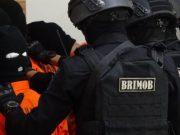 Polri menghadirkan sejumlah tersangka teroris dengan pengawalan ketat para petugas bersenjata lengkap