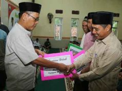 Penyerahan bantuan untuk rumah ibadah di Way Sulan.