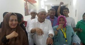 Caleg PAN, Eggi Sudjana, usai diperiksa 13 jam di Polda Metro Jaya atas dugaan penghasutan dalam seruan people power, Sabtu, 27 April 2019. Tempo/Ryan Dwiky