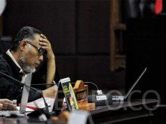 Ketua tim hukum Prabowo - Sandiaga, Bambang Widjojanto saat mendengarkan pembacaan putusan sidang Perselisihan Hasil Pemilihan Umum (PHPU) sengketa Pilpres 2019 di MK, Jakarta, Kamis, 27 Juni 2019. TEMPO/Hilman Fathurrahman W