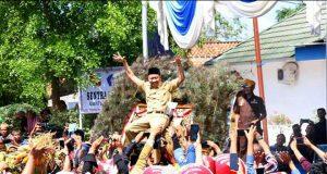Bupati Agung Ilmu Mangkunegara menari bersama di atas Reog