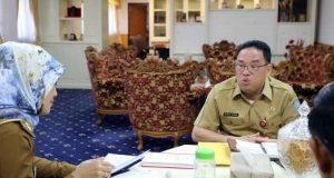 Direktur Fasilitasi Kelembagaan dan Kepegawaian Perangkat Daerah Dirjen OTDA Kemendagri Makmur Marbun, dalam kunjungan kerja di Ruang Kerja Wagub, Senin (24/6/2019).