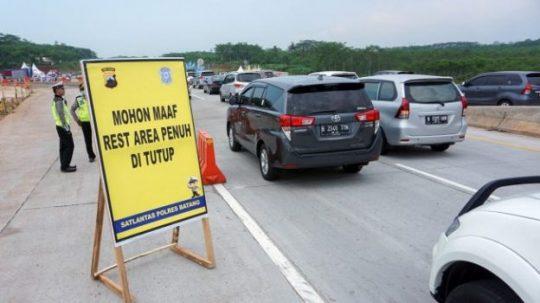 """Bikin Macet Saat Arus Mudik, Kementerian PUPR Evaluasi Desain """"Rest Area"""" di Jalan Tol"""