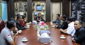 Gubernur Arinal Djunaidi menerima audiensi dari Badan Pimpinan Daerah (BPD) Perhimpunan Hotel dan Restoran Indonesia (PHRI) Lampung, di Ruang Kerja Gubernur Lampung, Kamis (27/6/2019) sore.