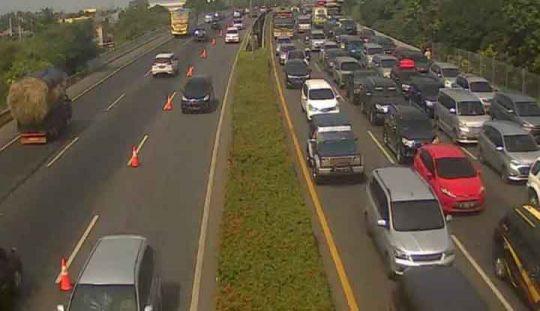 Imbas Kepadatan Lalu Lintas Di Jalan Tol JORR E, Contraflow Diberlakukan Dari Jati Asih Menuju Off Ramp Kalimalang
