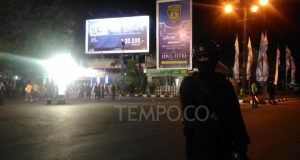 Polisi lakukan olah tempat kejadian perkara di pos polisi Kartasura, Sukoharjo.|Ahmad Rafiq