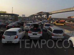 Kemacetan panjang menjelang pintu tol Cikampek pada H-6 Lebaran pada 30 Mei 2019. TEMPO/Wawan Priyanto