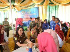 Kajari Lampung Utara, Yuliana yang turut menyumbangkan darah dalam kegiatan HBA