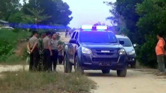 Personel gabungan Polisi dan TNI melakukan penjagaan di lokasi kejadian pasca bentrok warga antara dua kelompok di kawasan Regsiter 45, Mesuji, Kamis, 18 Mei 2019.