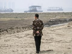Gubernur DKI Jakarta Anies Baswedan meninjau salah satu kawasan di pulau reklamasi Teluk Jakarta, Kamis, 7 Juni 2018. Anies juga menyegel lahan pulau C walau belum ada bangunan atau aktivitas pembangunan. ANTARA/Dhemas Reviyanto